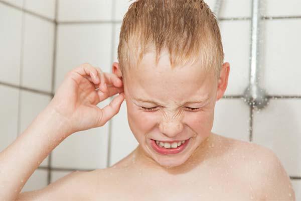 Как избежать попадания воды в уши