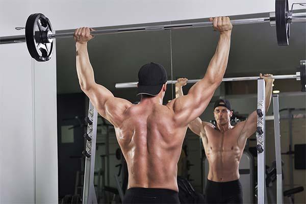 Как накачать дельтовидные мышцы штангой