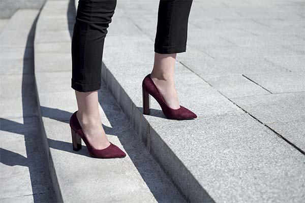 Как научиться ходить уверенно на каблуках