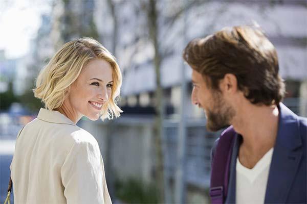Как обратить на себя внимание женатого мужчины