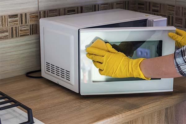Как сохранить чистоту микроволновой печи