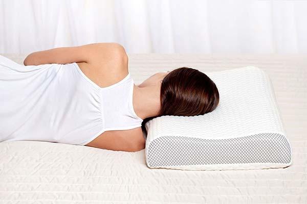 Как спать для правильной осанки