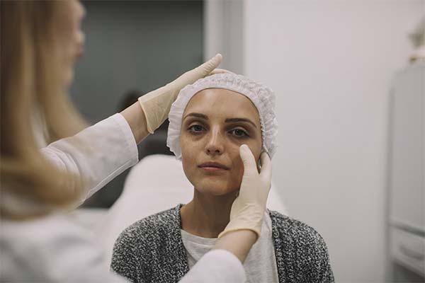Когда мешки под глазами считаются симптомом болезни