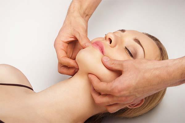 Массаж для устранения пухлых щек