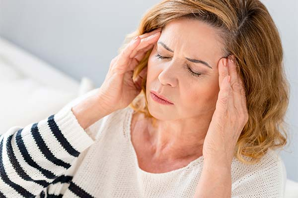 Причины болей в висках