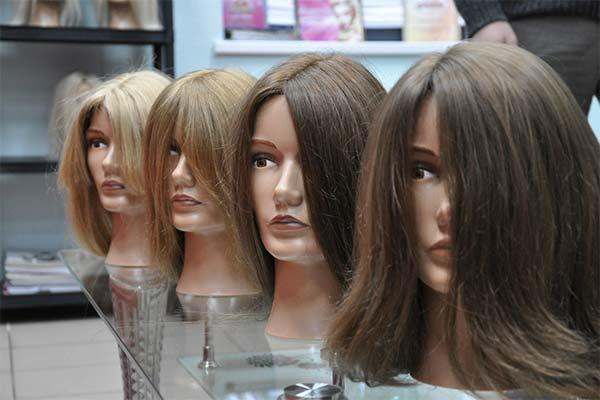 Как носить парик