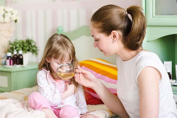 Что можно дать ребенку при рвоте из народных средств