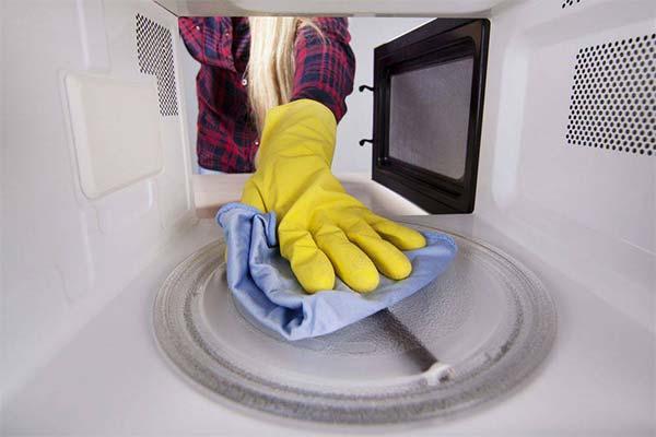 Убираем неприятный запах из микроволновки