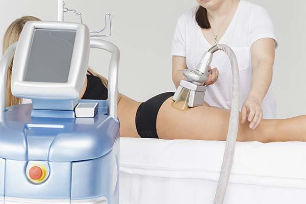Косметологические процедуры для похудения бедер