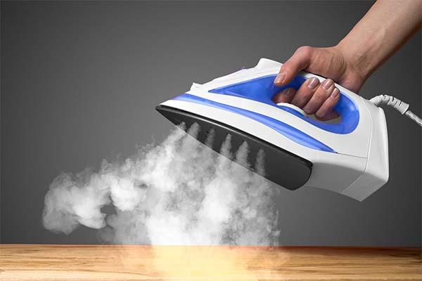 Нужно ли сливать воду из утюга после каждой глажки