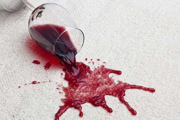 Чем вывести красное вино с ковра