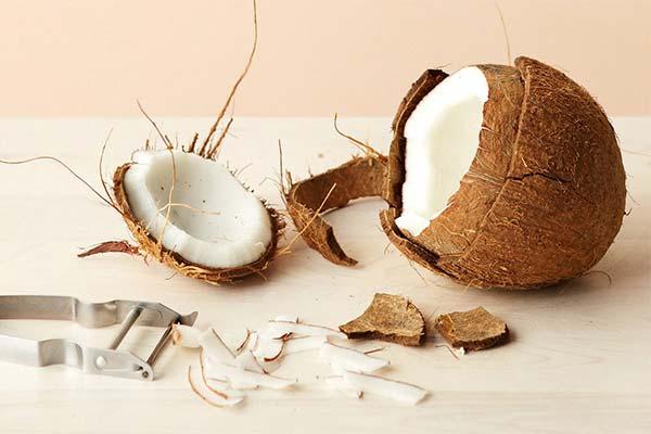 Как правильно извлечь мякоть из кокоса